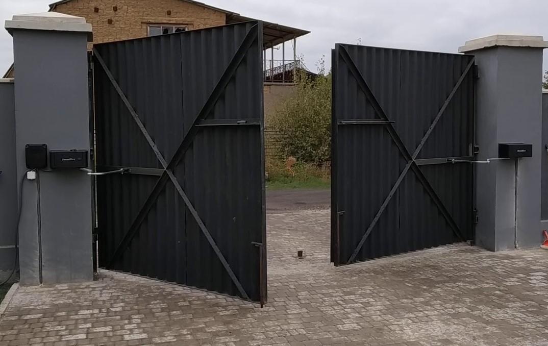 Распашные ворота с заполнением профлистом купить в Белгороде